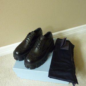 PRADA Leather Lugged-Sole Oxford Shoes 8.5 (Black)